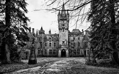 Front of the Château Miranda (Château de Noisy), Celles, Belgium. (CC BY-SA 2.0)