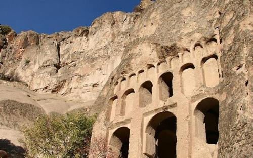 A rock-cut temple in Cappadocia(CC BY-SA 3.0)