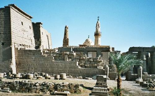 Luxor Temple, from the east bank of the Nile(CC BY-SA 3.0)