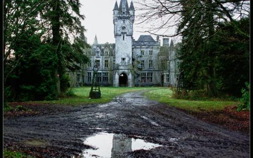 Abandoned Castle. (CC BY-SA 2.0)
