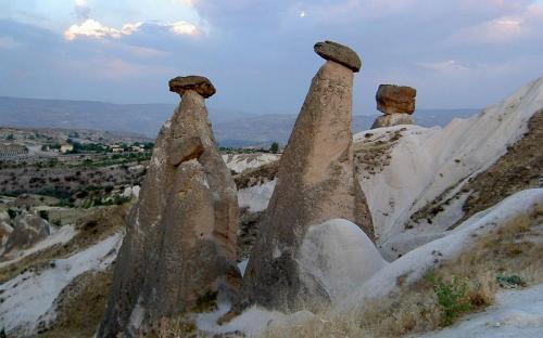Fairy chimneys in Cappadocia. (CC BY-SA 2.5)