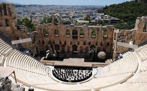 View of the Odeon of Herodes Atticus in 2012. Sets for Tosca performed by the Greek National Opera. (CC BY-SA 3.0)