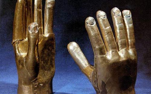 Artefact depicting two hands