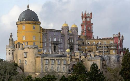 The Pena National Palace: summer residence of the monarchs of Portugal during the 18th-19th century. (CC BY-SA 3.0)