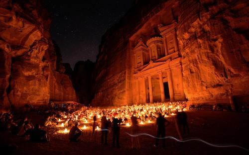 Petra at night (CC BY-SA 3.0)