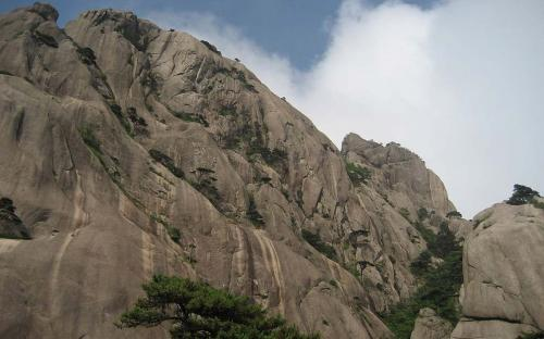 Huangshan rock face (CC BY-SA 3.0)