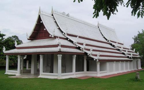 Sukhothai royal temple, replica in Muang Boran (Public Domain)