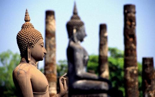 Buddha statues at Wat Mahathat - Sukhothai Historical Park.  (CC BY-SA 2.0)