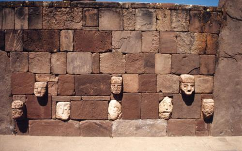 Site ruins of the civilization of Tiwanaku. (CC BY-SA 2.0)