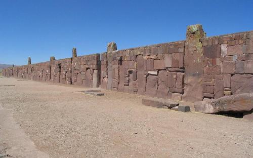 Walls around the temple Kalasasaya. (CC BY-SA 3.0)
