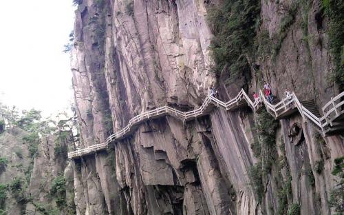 Tourist steps built on the cliffs of Huangshan (Public Domain)
