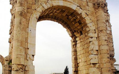 The Triumphal Arch (reconstructed) (CC BY-SA 2.5)