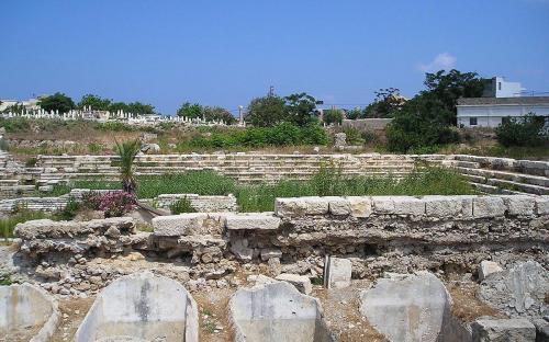 Rectangular theatre at Al Mina excavation site. (CC BY-SA 2.5)