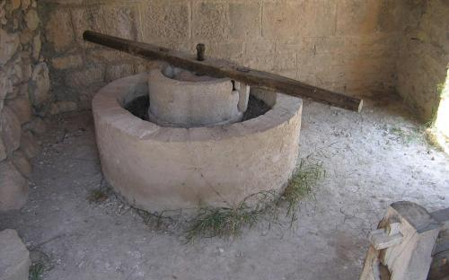 A reconstructed Roman olive press in Volubilis (CC BY-SA 2.0)