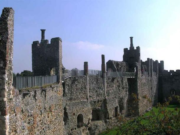 The Inner Court of Framlingham Castle, showing the open backed mural towers. (foshie / CC BY 2.0)