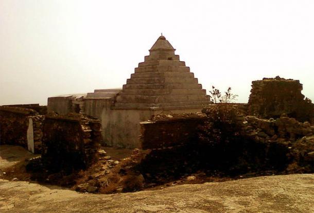 1000-year-old Sri Rama temple on top of Bodhikonda. (CC BY-SA 3.0)