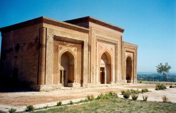 11th–12th-century Kharakhanid Khanate mausolea in Uzgen, Kyrgyzstan, which is one of the capitals of the Kharakhanids. (User:Doron / CC BY-SA 3.0)