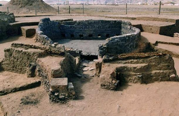 13th century kiln excavated in Karakorum, Mongolia. Kiln was used to heat and harden bricks. (CC0)