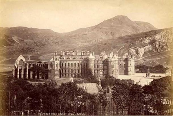 Late 19th-century photograph of the Palace of Holyroodhouse from Calton Hill in Edinburgh, home of one of John Damian's alchemical labs. (Public Domain)