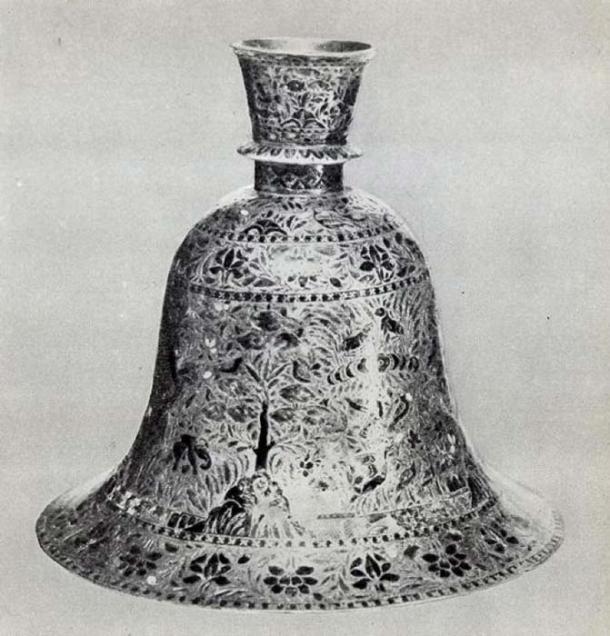 19th-century pipe holder from India, Shivaji Maharaj Vastu Sangrahalaya. (Public Domain)