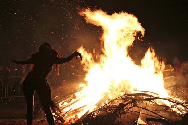 2012 Beltane Fire Festival bonfire on Calton Hill, Edinburgh, Scotland. (Stefan Schäfer, Lich/CC BY SA 3.0)