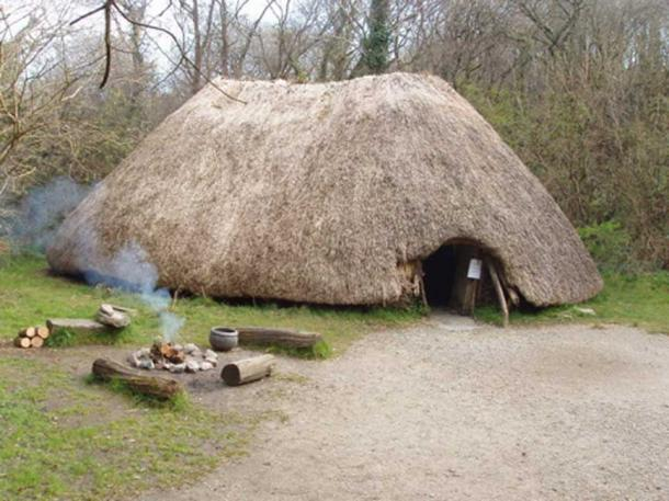 Reconstruction of a 4000 BC farmer's hut. Irish National Heritage Park.