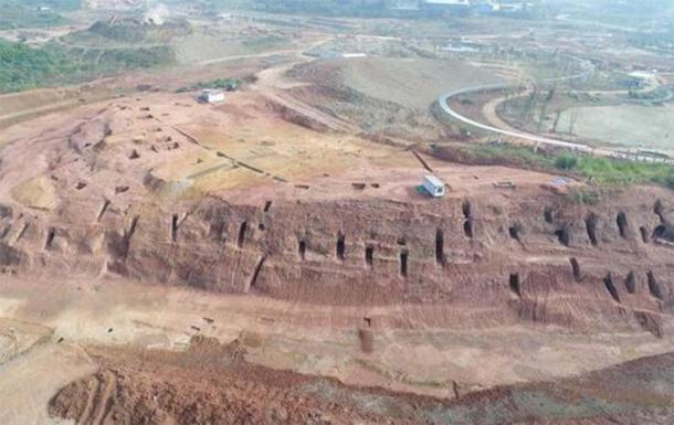 6000 tombs have been discovered cut into the cliffs. (Sina)