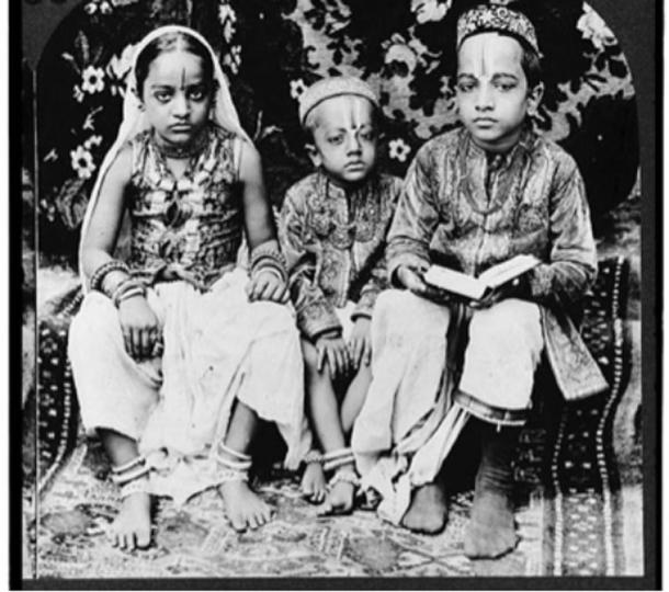 A 1922 stereograph of Hindu children of high caste, Bombay, India.