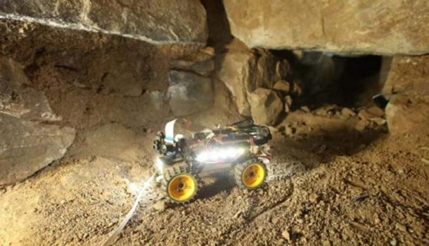 A Chavin Rover, a 'robot archaeologist' in an underground passage. (Andina)