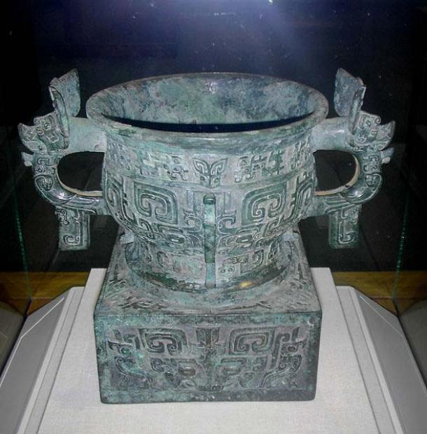 """A Chinese bronze """"gui"""" ritual vessel on a pedestal, used as a container for grain. From the Western Zhou Dynasty, dated c. 1000 BC. The written inscription of 11 ancient Chinese characters on the bronze vessel states its use and ownership by Zhou royalty. (PericlesofAthens/CC BY SA 3.0)"""