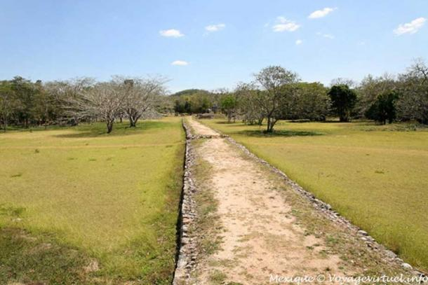 A Sacbe leads to Labna, a Maya city on the Yucatan Peninsula. (Photo: Mexique © Voyagevirtuel.info)