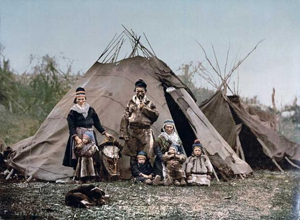A Sami family in Norway around 1900. (Public Domain)