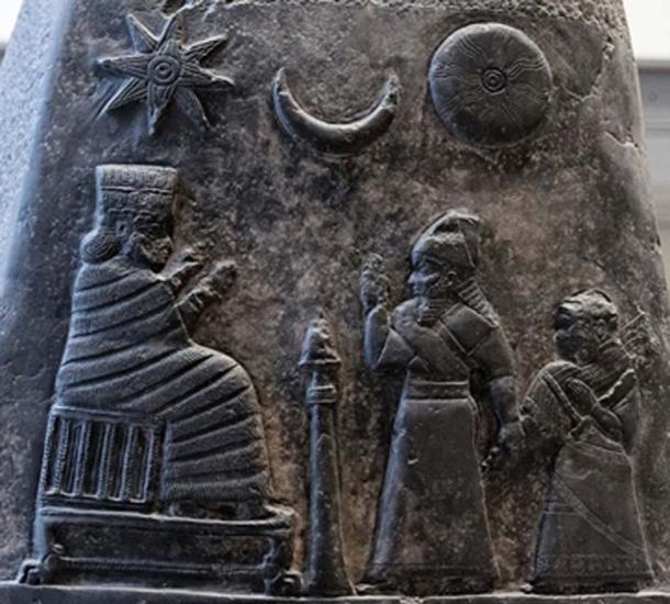 A boundary stele/kudurru showing King Melishipak I presenting his daughter to the goddess Nannaya. (Jastrow / Public Domain)