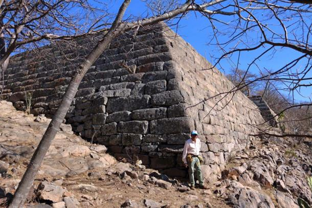 A corner in the lower platform walls of Chimalacatlan, preserved to a height of nearly 8 meters (8.7 yards). (Marco Vigato.)