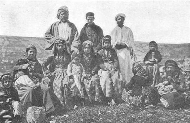 A group of Samaritans (c 1900 AD) by the Palestine Exploration Fund (public domain)