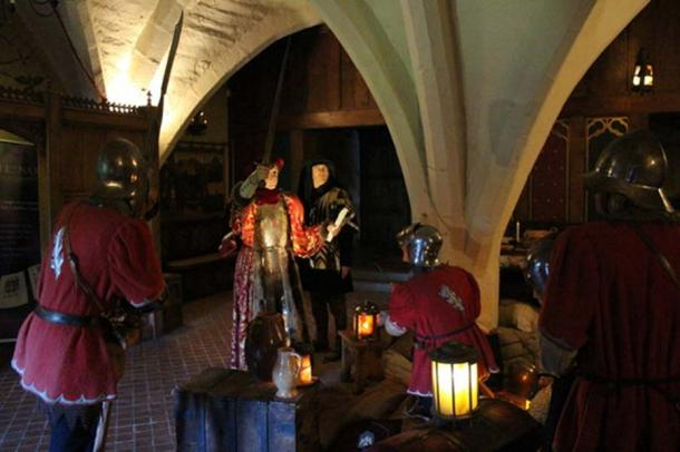 A medieval display in Warwick Castle (CC BY-SA 2.0)