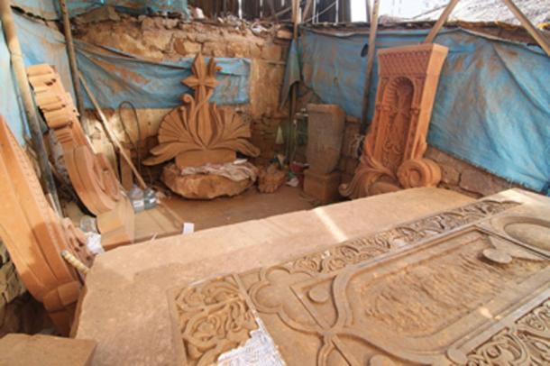 A modern-day khachkar carver's workshop in downtown Yerevan. (Սէրուժ / CC BY-SA 3.0)