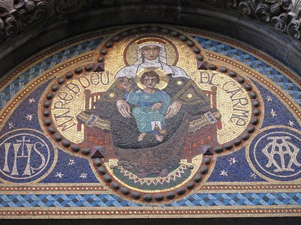 A mosaic of the Madonna and Child in Barcelona, Spain. (Enfo / CC BY-SA 3.0)