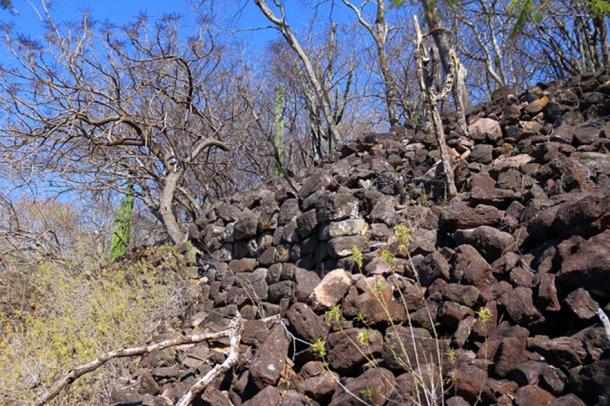 A nearly perfect section of a megalithic wall at Chimalacatlan, running alongside a sort of alley. (Marco Vigato.)