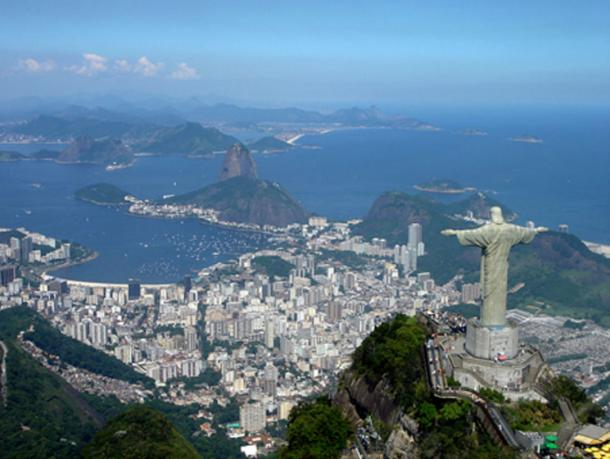 A panoramic view of the statue at the top of Corcovado Mountain (Mariordo / CC BY 3.0)