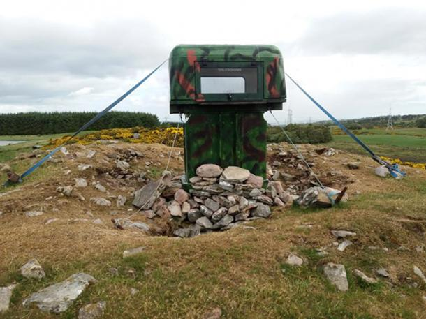 A photo of the hide structure erected at Carn Glas cairn. (Image: NOSAS)
