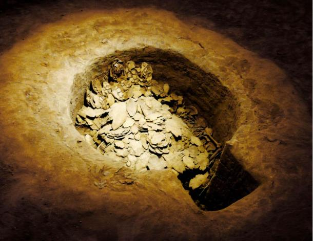 A pit of oracle bones found in Yinxu, Anyang