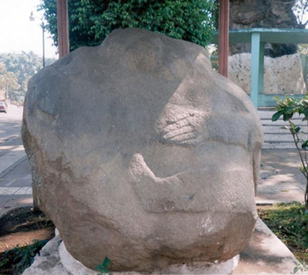 A potbelly sculpture from Monte Alto in Guatemala, on display in the plaza of La Democracia. (CC BY-SA 3.0)