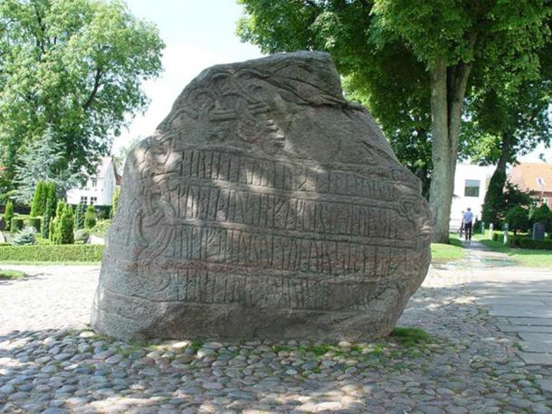 A runestone with an inscription to Harald Bluetooth