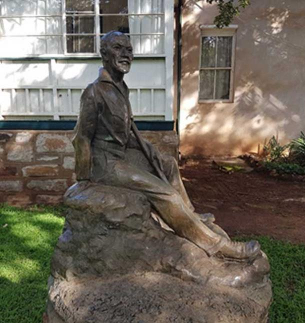 A statue of General Smuts in the garden