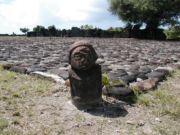 A tiki of Taputapuatea marae (CC BY 2.0)