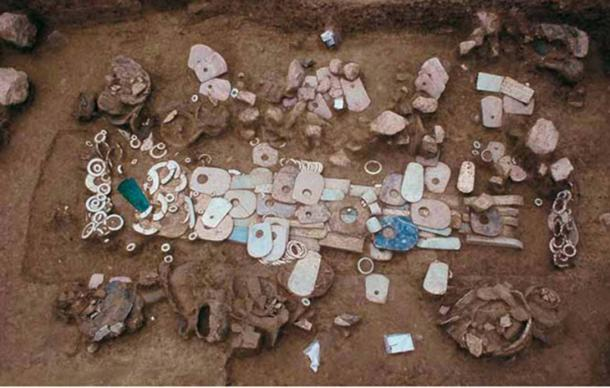 A tomb full of grave goods at Lingjiatan in China. (Anhui Provincial Institute of Cultural Relics and Archaeology)
