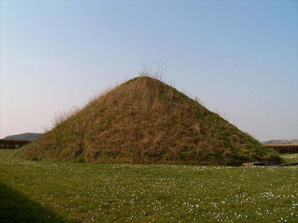 A tumulus is a mound of earth or earth and stones raised over a tomb or one or more graves. The Tumulus du Trou de Billemont, Belgium. (Varech / Public Domain)