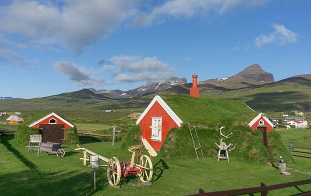 A turf house in Bakkagerði. (CC BY-SA 4.0)