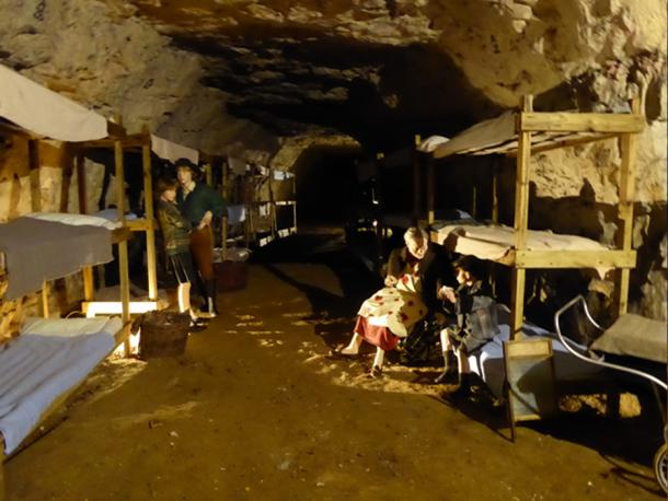 A typical dormitory during the Second World War in Chislehurst Caves. (Geograph / CC BY-SA 2.0)